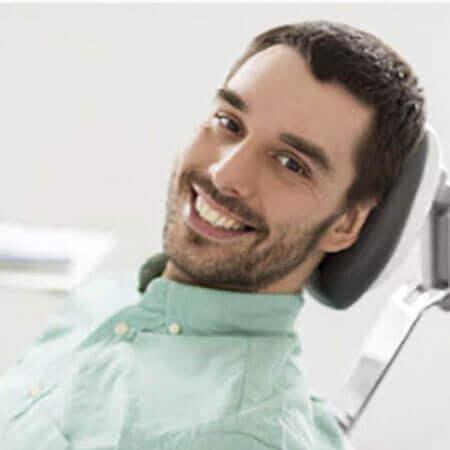 mejor clinica medellin diseno sonrisa carillas dentales